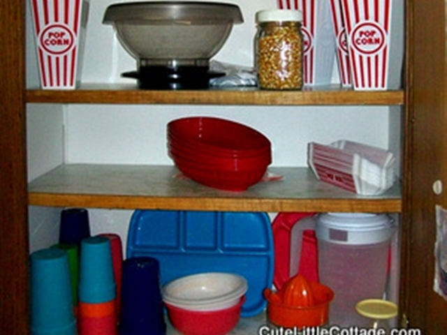 Popcorn & popcorn boxes, hot-dog & burger baskets, pitcher, & plastic-ware . in this Beaver Lake Cabin Rental