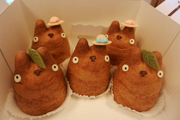 かわいい(^^) Totoro cream puffs!