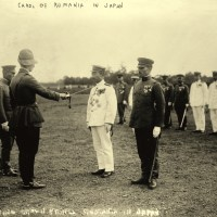 1920. Carol al II-lea decorează ofițeri japonezi la Tokyo.