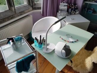But look how pretty my mini salon is!