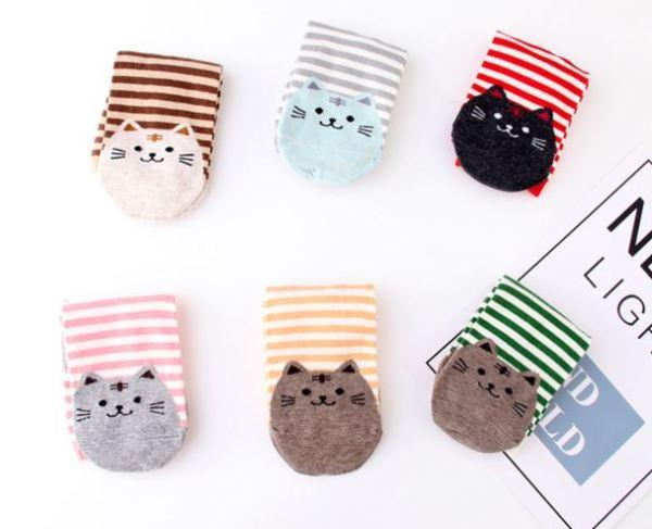 De schattige katten op de Gestreepte Sokken met Kattenprint