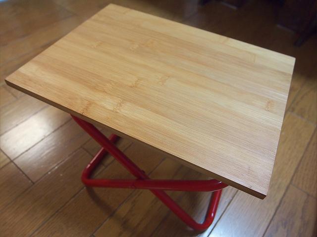 100均材料で作ったアウトドアでも使える折りたたみ式サイドテーブル!