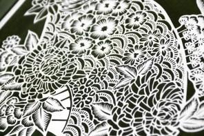 Paper cutting motif tradisional Indonesia dengan tingkat kerumitan tinggi, dipotong dengan cutter di kertas