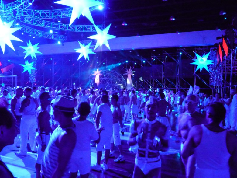 images/White Party 2013/dancing-under-the-lights_8607181466_o