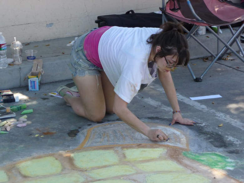 images/Palm Springs Chalk Art Festival 2013/working-on-the-shell_8562401109_o