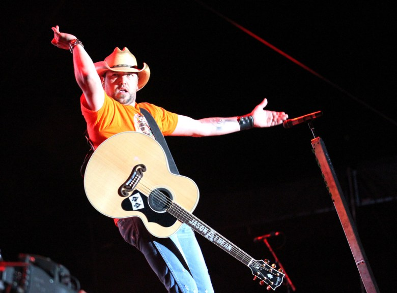images/Stagecoach 2014 Day 2/aldean-gestures_14034761662_o