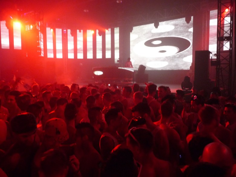 images/White Party 2014/anticipation-builds_14034043562_o