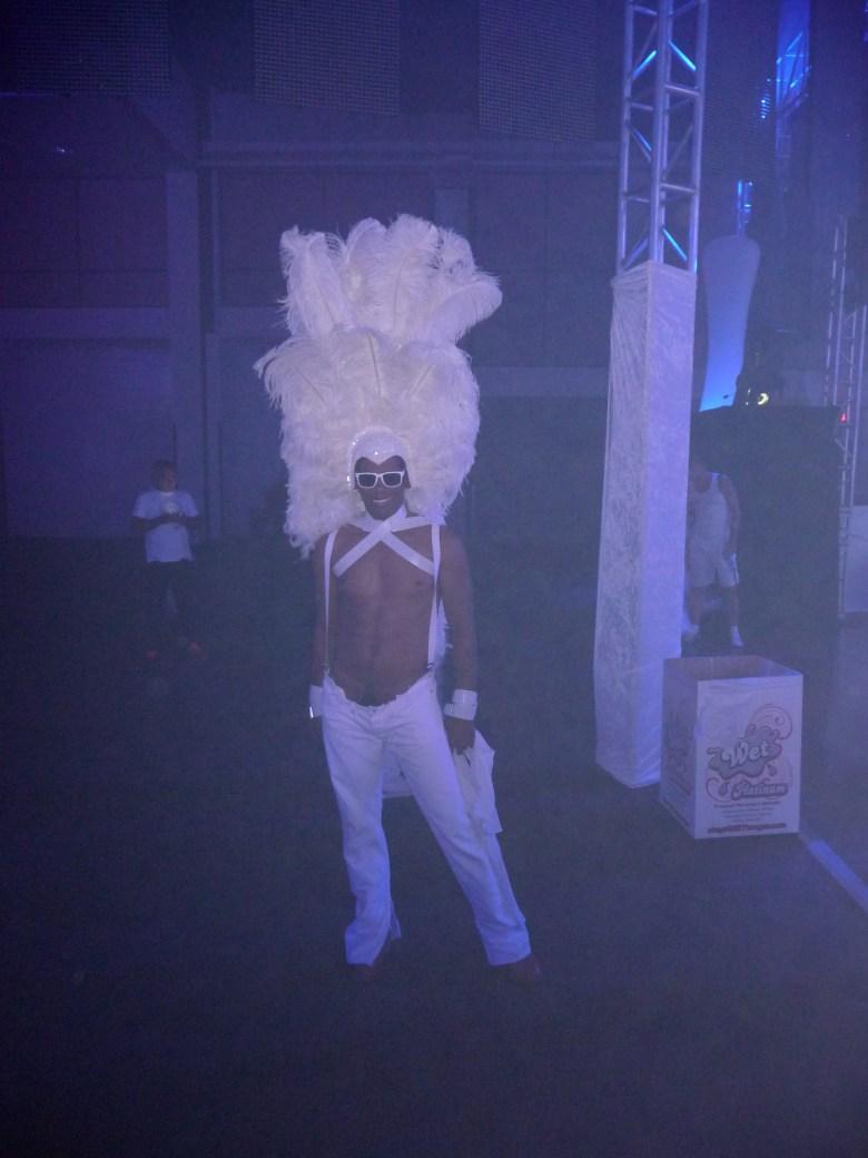 images/White Party 2014/headdress_14034063142_o