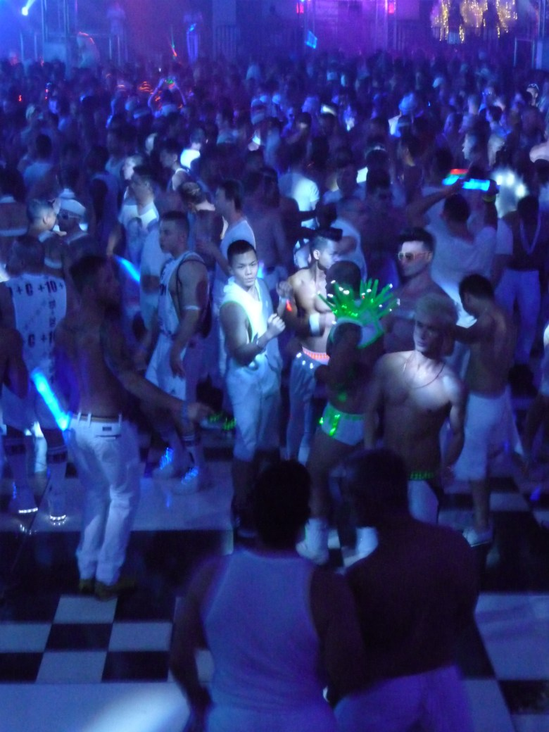 images/White Party 2015/lets-dance_17277289042_o