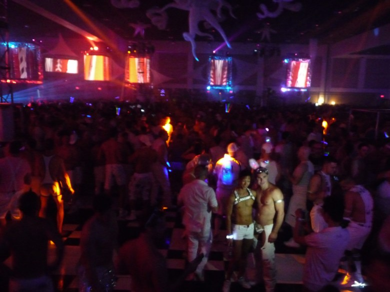 images/White Party 2015/strike-a-pose_17277269582_o