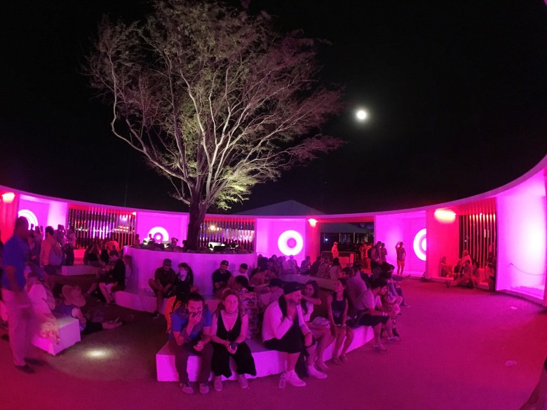 images/Coachella 2016 Friday/2016.Coachella_Fri_Misc.5