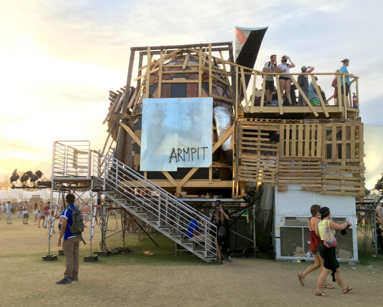 images/Coachella 2016 Friday/Coachella2016Art2