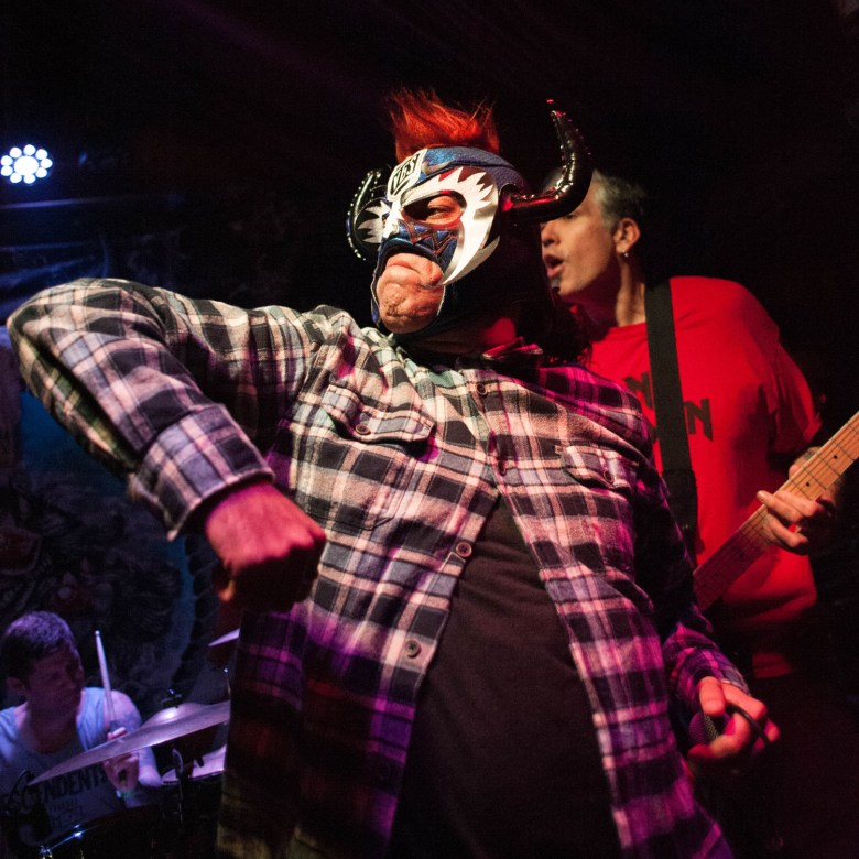 images/Reverend Horton Heat at Pappy and Harriets/VoodooGlowSkullsMask