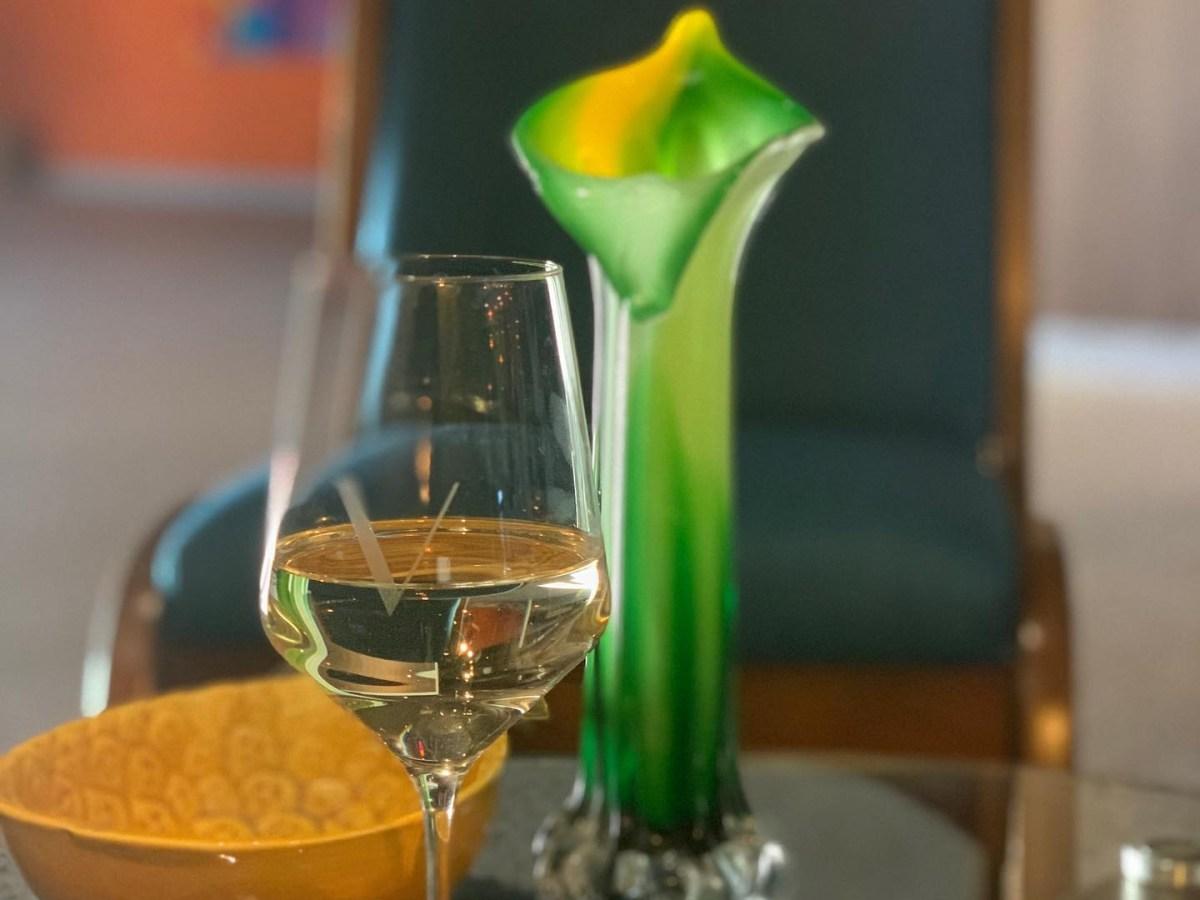 V Wine Lounge Facebook