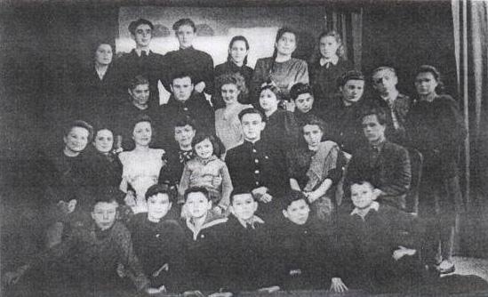 Участники драмкружка Смольнинского района, 1945 г.