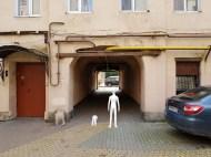 Войдите во вторую арку, ведущую к нашему зданию на ул. Правды 8 лит. Д