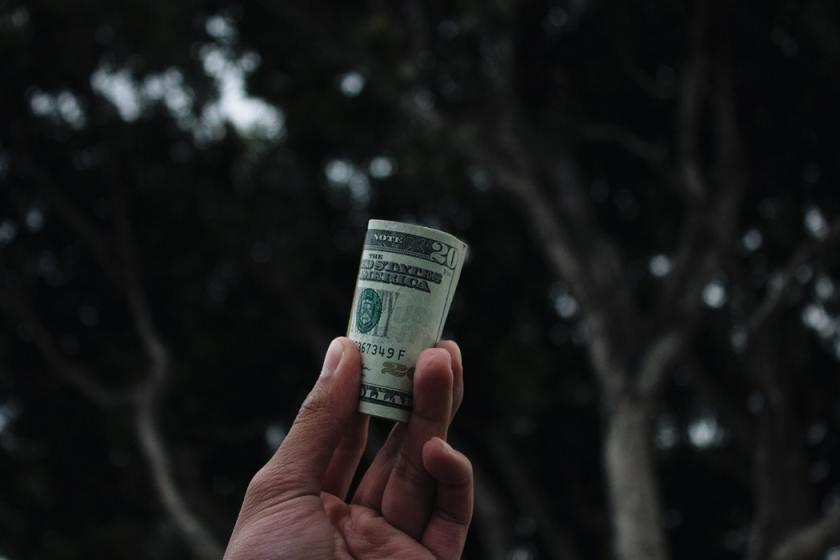 Sopir Rental Mobil dan Etika Menerima Uang Tips