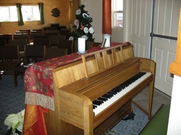 piano in main room