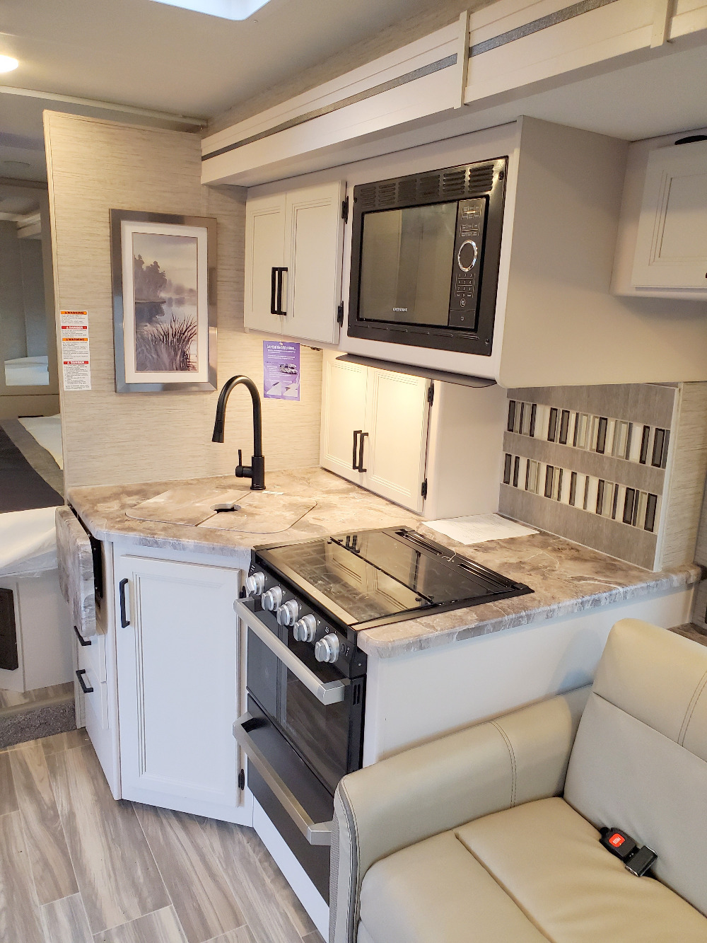 Thor Four Winds 27R Kitchen
