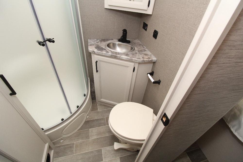 Thor Chateau Bathroom