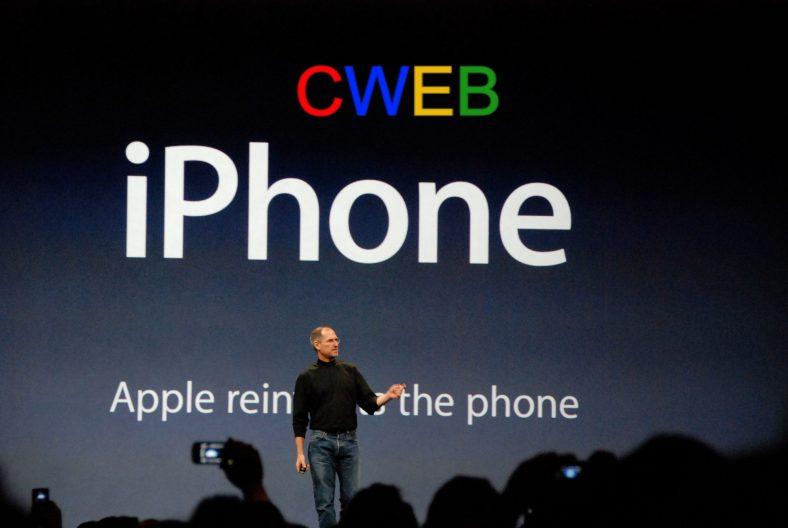 Steve_Jobs_presents_iPhone (1).jpg