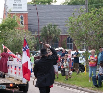 Sons of Confederate Veterans Whip a Florida Crowd Into Shape
