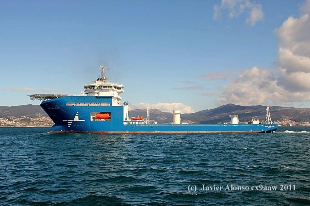"""El buque """"North Sea Giant"""" esta en sus pruebas oficiales por la Ria de Vigo (6/6)"""