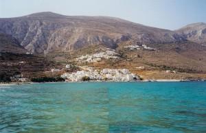 Amorgos : vue de la plage d'Aigiali