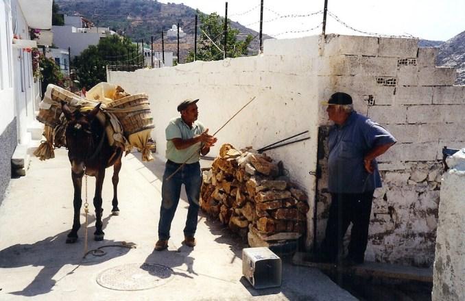 Naxos : scène de la vie grecque à Filoti