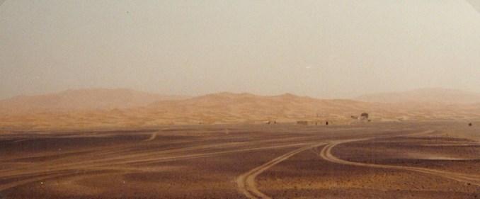 Au bout de la piste, les dunes de l'erg Chebbi...