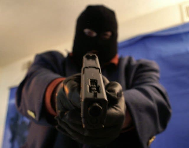 Two Men Loses US$17k To Robbers While They Were Counting The Money In Their Vehicle