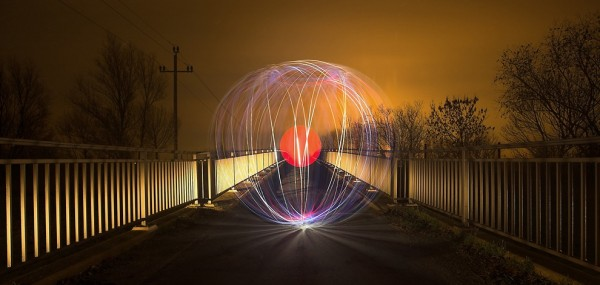 light art performance photography 1 600x285 Light Graffiti is getting more and more popular