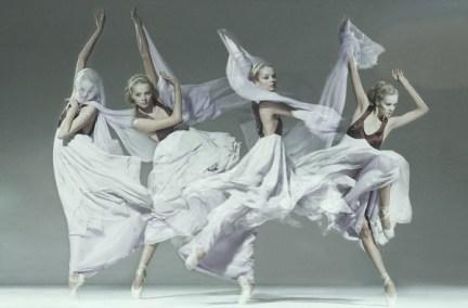 jan masny photgraphy ballet 5 600x395 Monochromatic Ballet Squad by Jan Masny