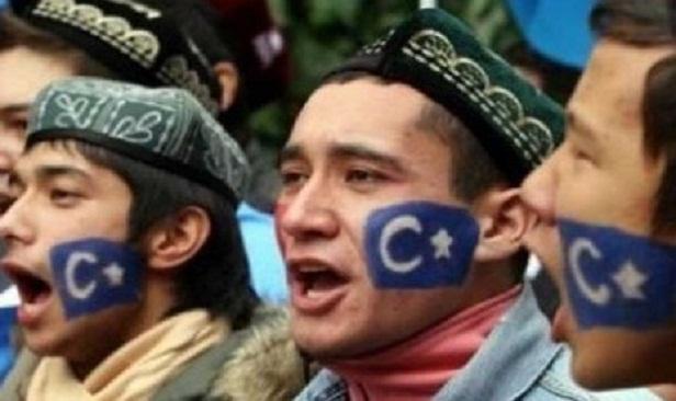 Kok Bisa Remaja Muslim Uighur Dilarang Puasa?!!