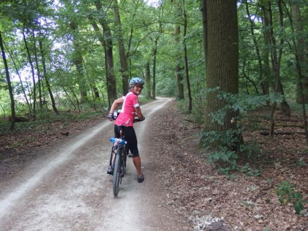 This lovely, wooded trail is 1 km from Frankfurt Airport heading towards the city center.