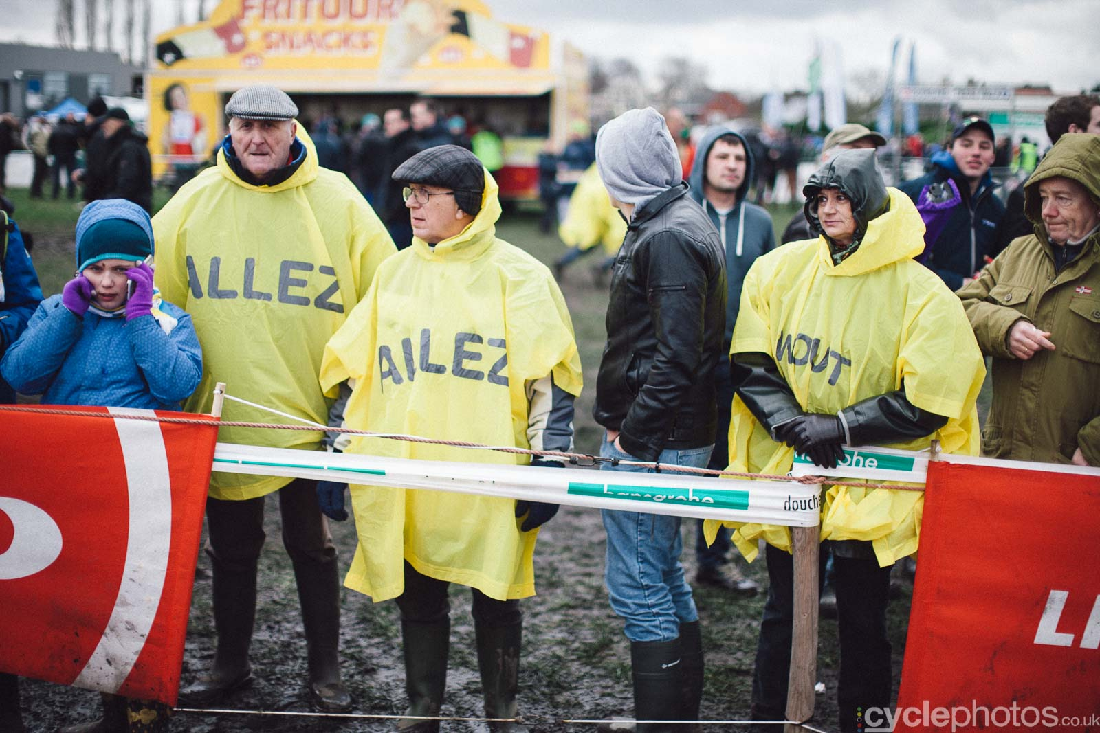 2016-cyclephotos-cyclocross-hoogstraten-135311-wout-supporters
