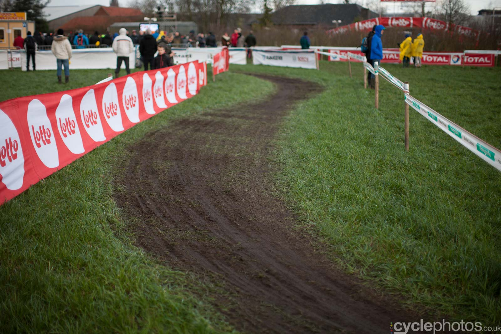 2016-cyclephotos-cyclocross-hoogstraten-152552-line