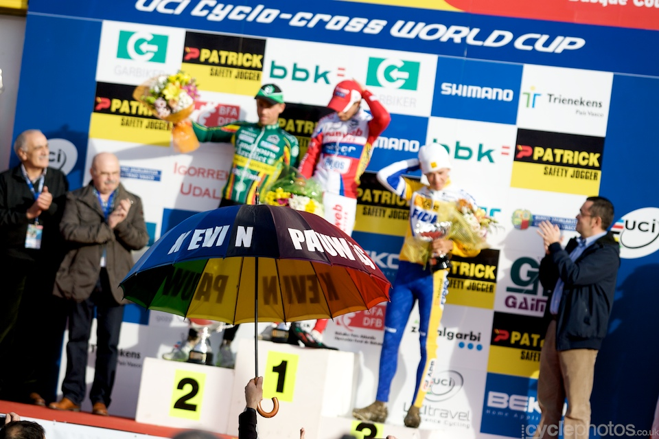 Those of you who know me know that I'm an avid hater of podium shots - I still included this one. I really like how the disembodied hand with the custom umbrella complements the podium. It was another great win for Pauwels.