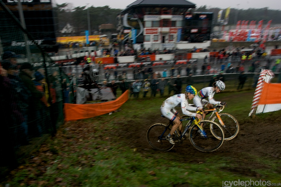 Marianne Vos and Daphny Van Den Brand dominated the race from the start, the only question left was whether one or the other would win. Eventually, it was Vos how powered away from Van Den Brand, she managed to put a convenient, 30 sec gap between her and Van Den Brand.