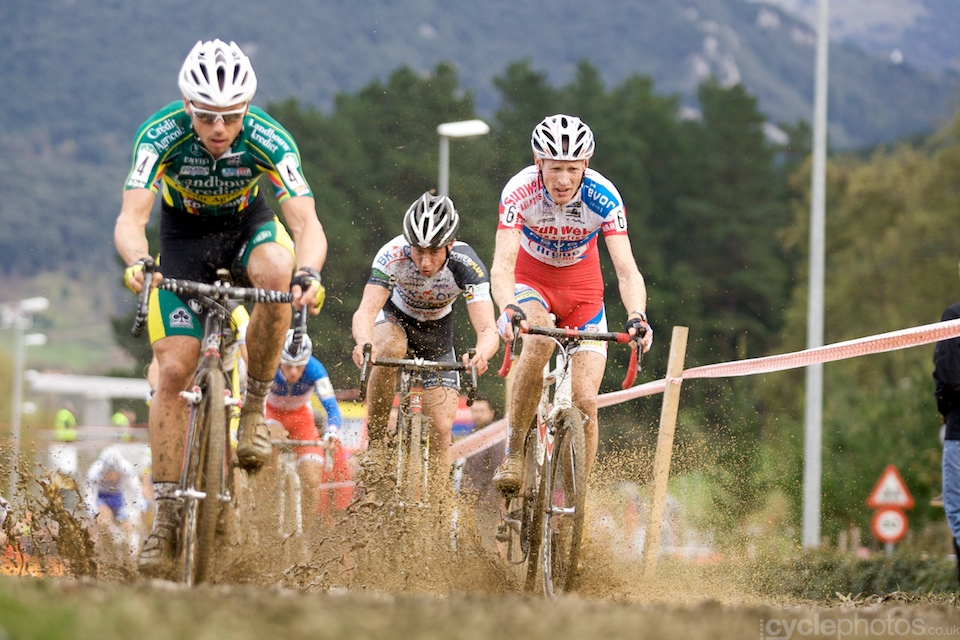 Sven Nys (left), Radomir Simunek (middle) and Klaas Vantornout (right) blasts through the only really muddy section of the course.