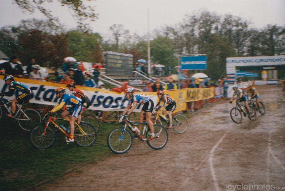 The start of the elite women's race. The rider in the front in the Ritchey kit is the British Caroline Alexander