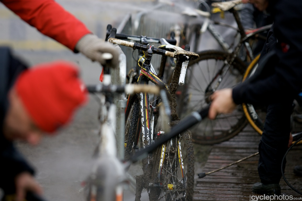 The course was very muddy so the mechanics worked their arses off to clean the bikes: most riders changed bikes every time they rode past the depo.