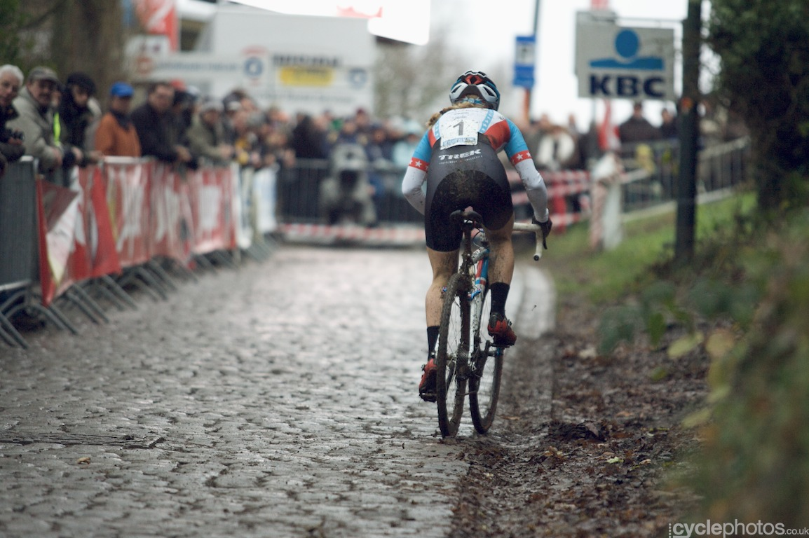 Katie Compton showed Vos-esque form today and won the race with a 20' gap over the rest of the field. Will be interesting to see the Compton-Vos-Wyman-Harris fight finally in Namur in two weeks time