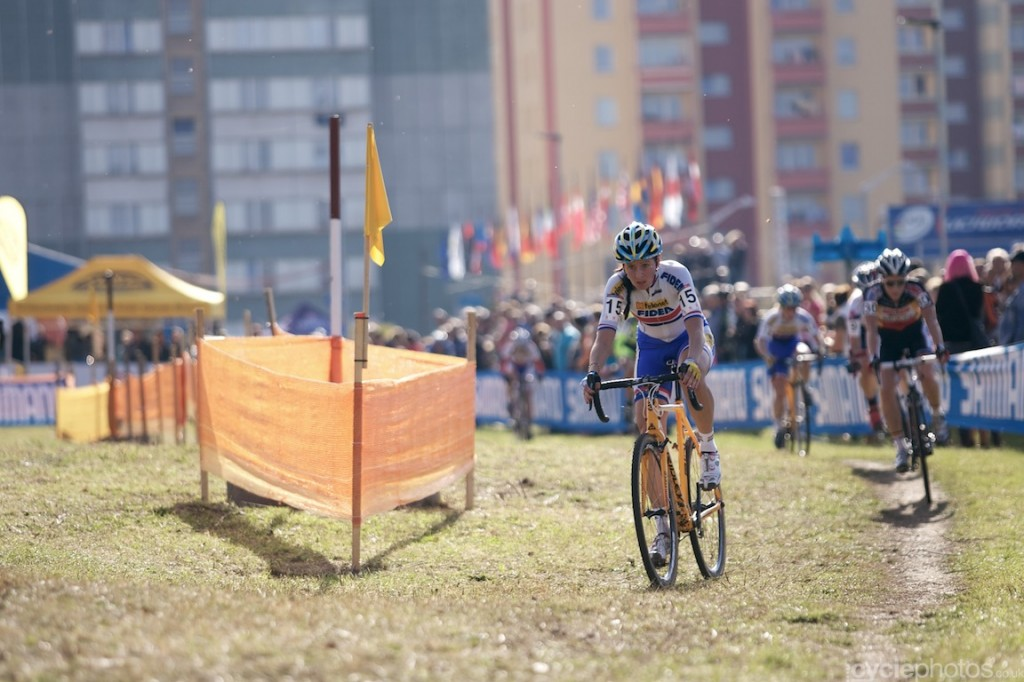 Nikki Harris leads the field in the first lap of the elite women's cyclocross World Cup race in Tabor