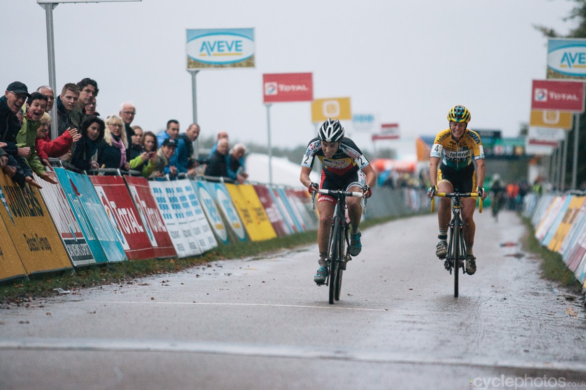 The women�s Superprestige cyclocross race in Gieten ended in a sprint finish between Sanne Cant and Ellen Van Loy. Photo by Balint Hamvas / cyclephotos.co.uk