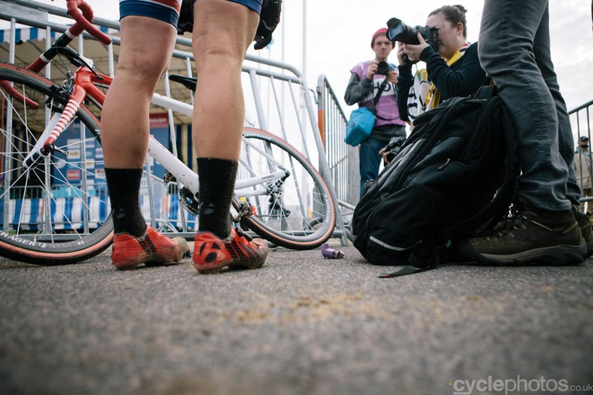 2014-cyclocross-world-cup-koksijde-katie-compton-inhaler-151618