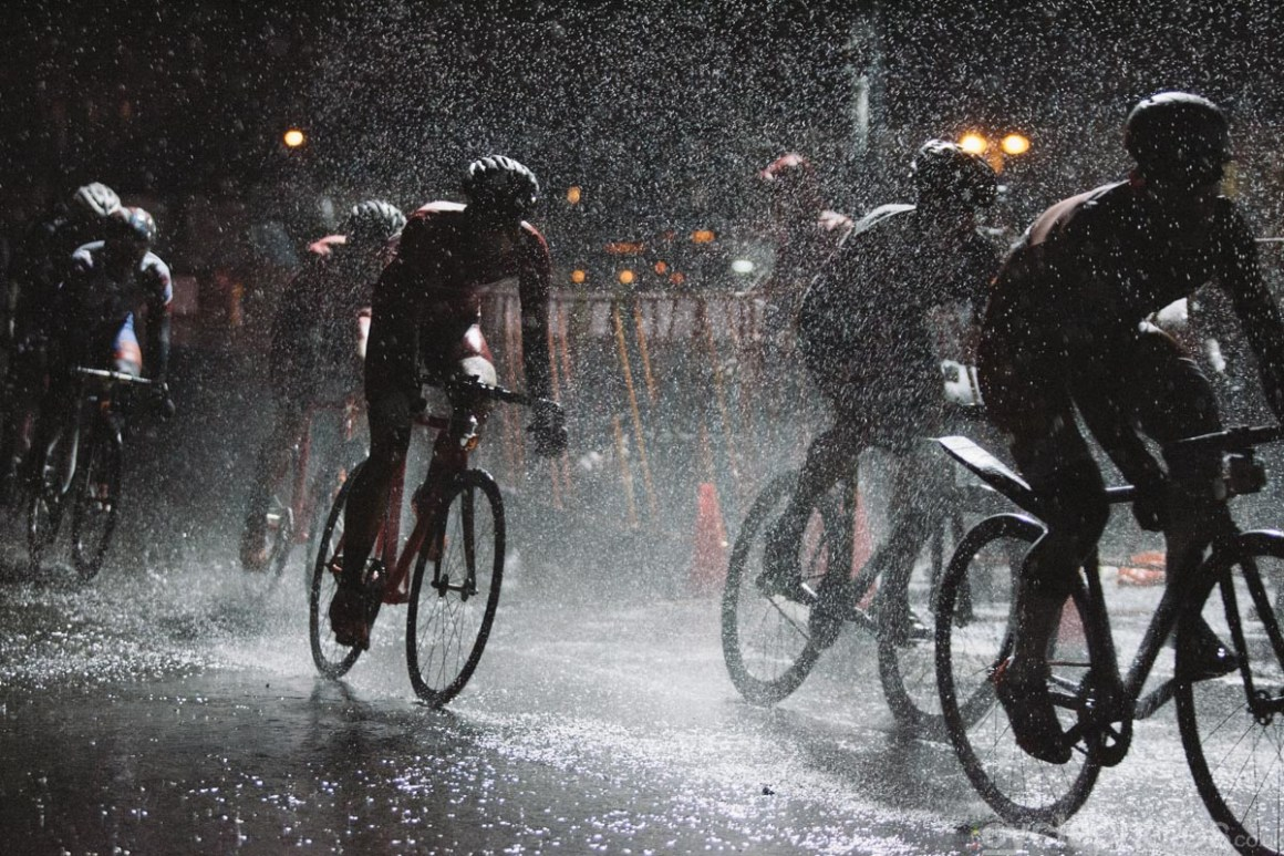 In March, I had a fun trip to New York, but it wouldn't have been me, if there wasn't something bike-related somewhere in the mix. I shot the Red Hook Crit for Cyclist magazine. It was a fun evening, but I will never forget the incredibly cold rain that was pouring down all day. The worst part? I, of all people, was standing there with only basic waterproof gear. Hasn't cyclocross taught me anything?