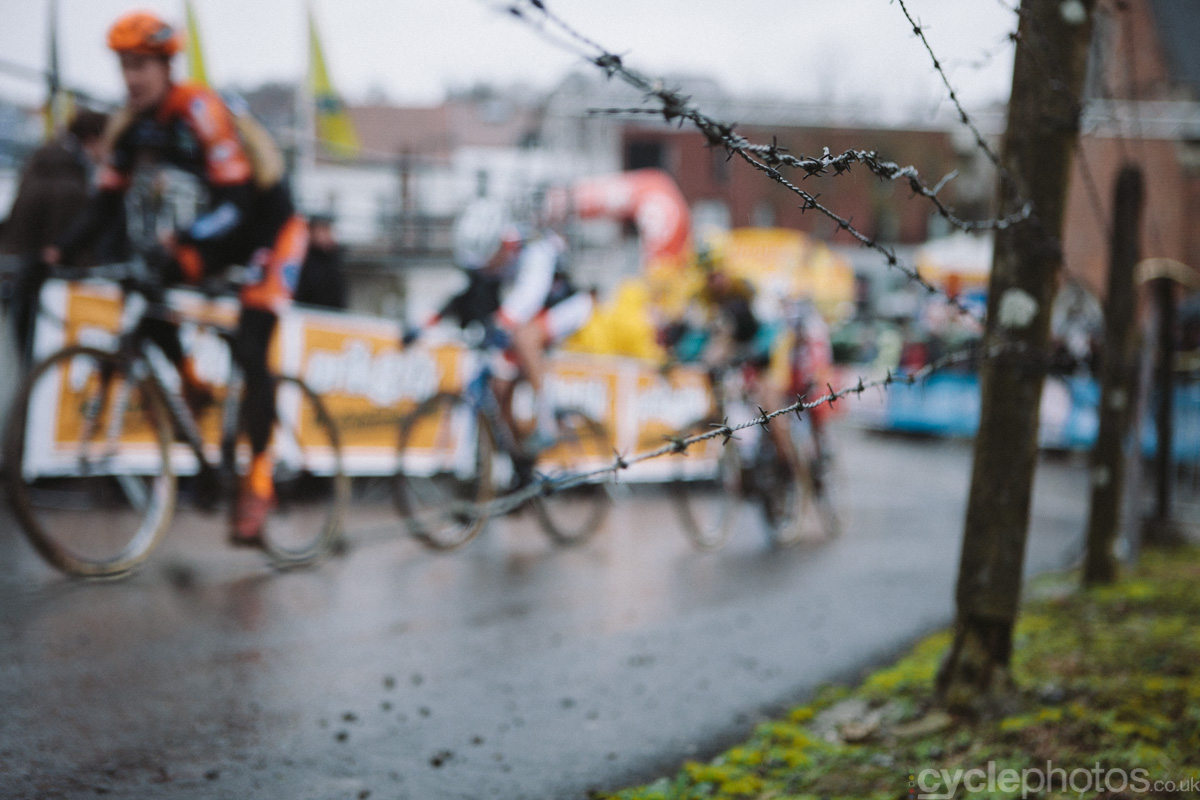 2014-cyclocross-overijse-barbed-wire-161650