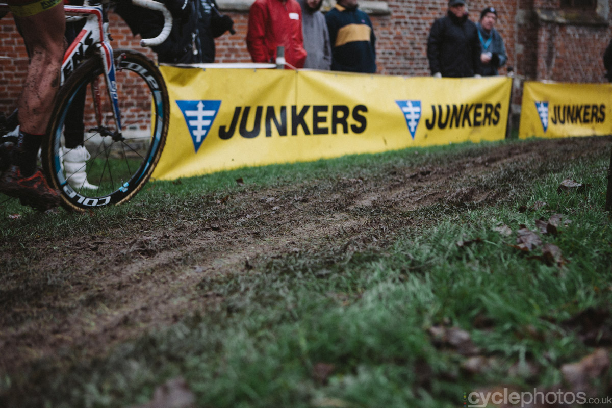 2014-cyclocross-overijse-mud-162736