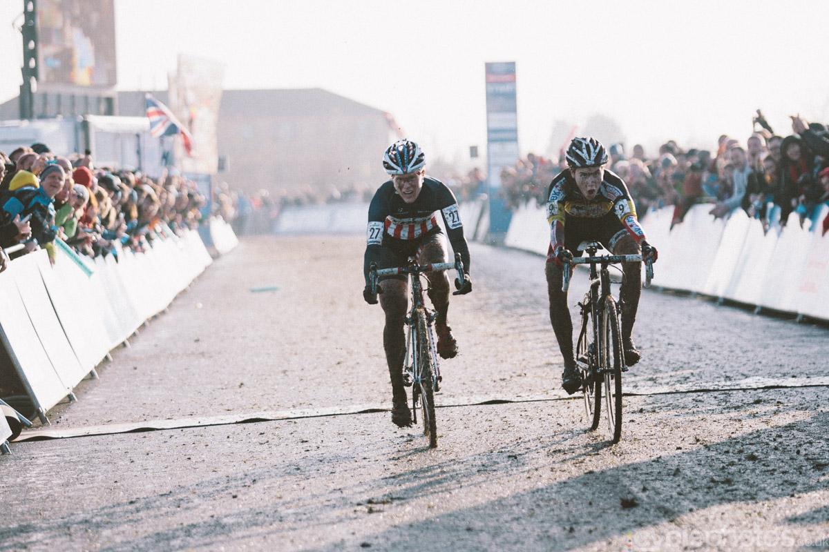 2014-cyclocross-world-cup-milton-keynes-finish-151413